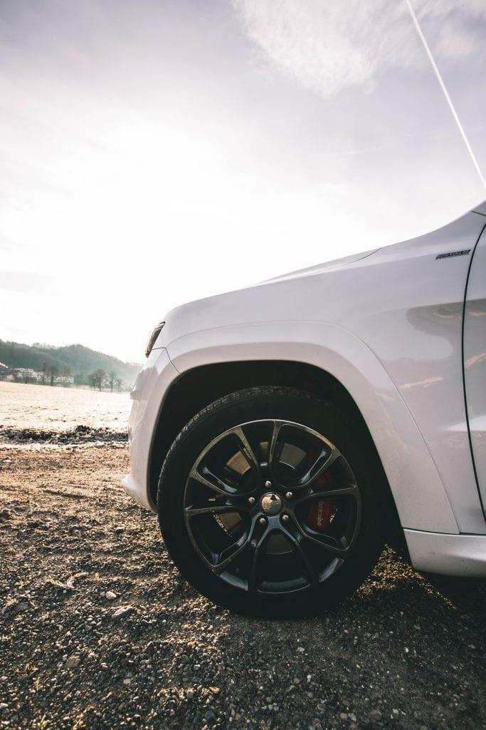 Jeep Grand Cherokee 6.4 SRT8 4×4: Wir sind keine Freunde - Auto Kunz AG 17