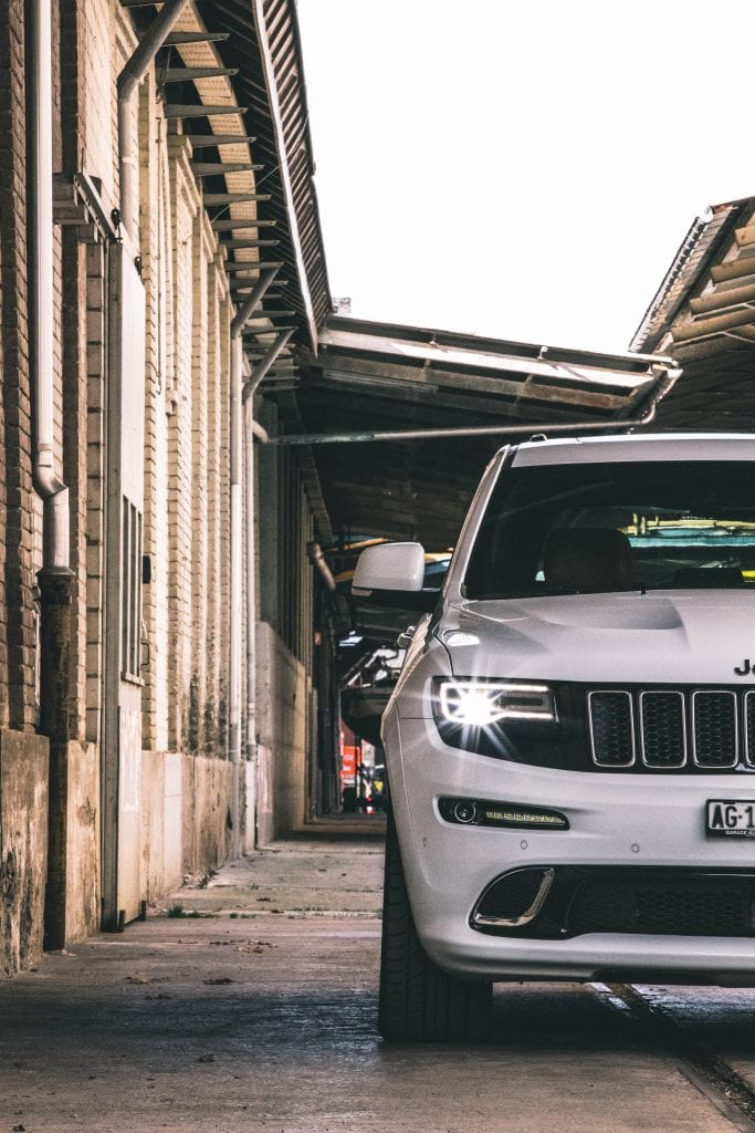 Jeep Grand Cherokee 6.4 SRT8 4×4: Wir sind keine Freunde - Auto Kunz AG 96