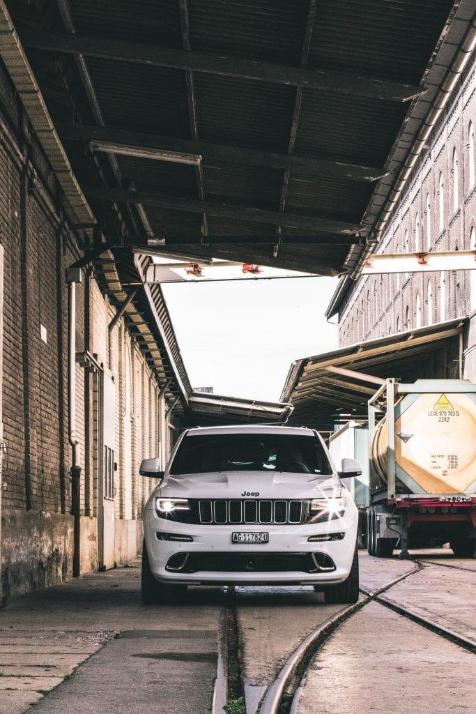 Jeep Grand Cherokee 6.4 SRT8 4×4: Wir sind keine Freunde - Auto Kunz AG 98