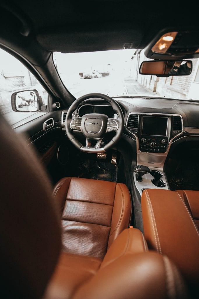 Jeep Grand Cherokee 6.4 SRT8 4×4: Wir sind keine Freunde - Auto Kunz AG 106